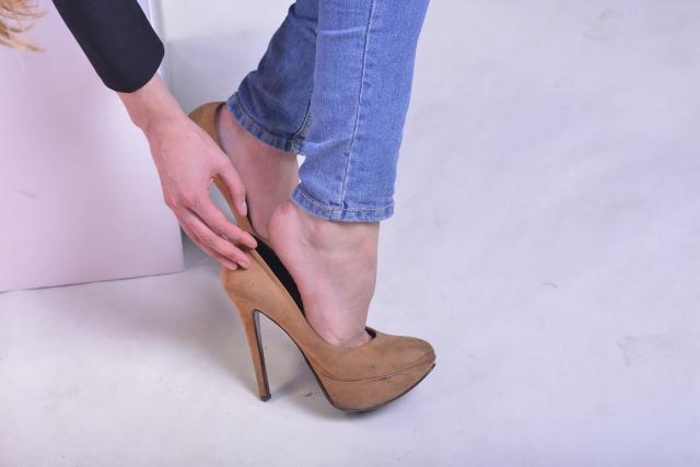ハイヒールを履く女性